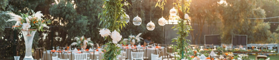 An outdoor dining experience with beautifully decorated tables for a wedding